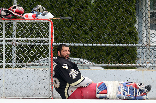 Mario Bartel storyteller blogger photographer road hockey