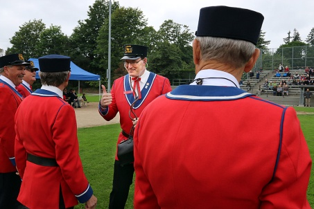 """""""Medical officer"""" Jerry Dobrovolny gives a thumbs up as he checks whether each member of the Hyack Anvil Battery made it through the 21-anvil salute. Photo by Mario Bartel"""