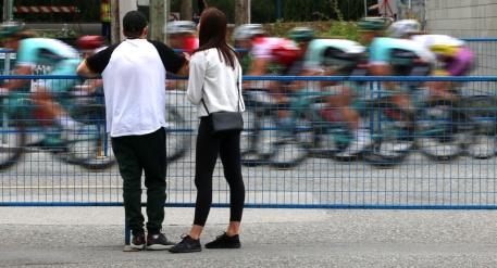 MARIO BARTEL PHOTO The women's race speeds along Elgin Avenue.