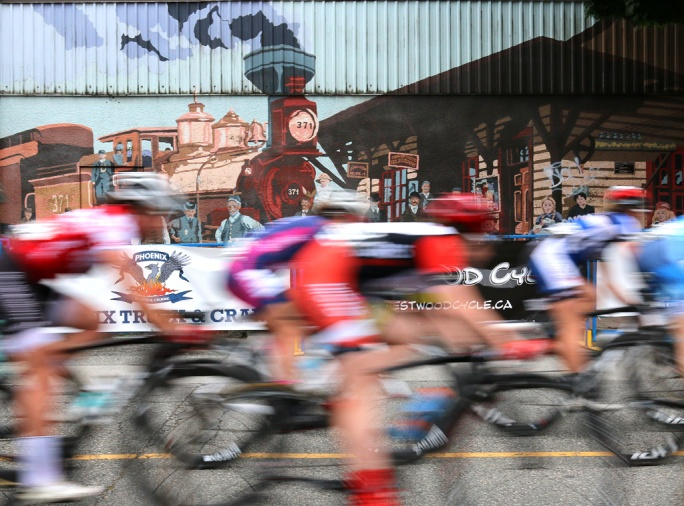 MARIO BARTEL PHOTO The women's race speeds past the historic railroad mural on Elgin Avenue.