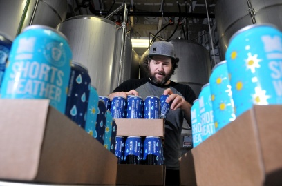 MARIO BARTEL/THE TRI-CITY NEWS Dan Webster, of Moody Ales, organizes cans of the brewery's new Shorts Weather ISA and Still Raining dark lager that collarobated to create with West Coast Canning. Partial proceeds from sales of four-packs of the new beers go to support KidSports Tri-Cities.