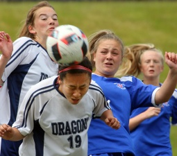 MARIO BARTEL/THE TRI-CITY NEWS Fleetwood Park Dragons' Christa Wright wins a corner kick in the first half of their BC High School AAA senior girls soccer championship against the Centennial Centaurs, Friday at the Unversity of British Columbia's Thunderbird Stadium.