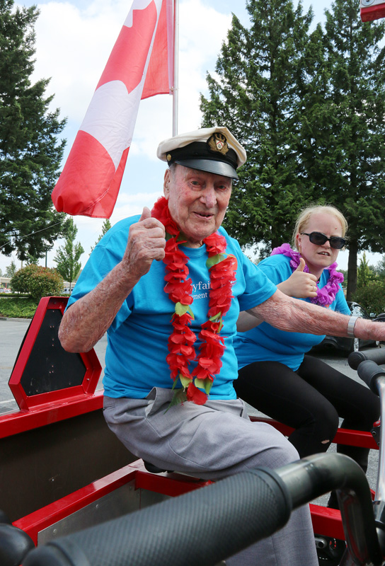 MARIO BARTEL/THE TRI-CITY NEWS Don Simpson, 106, gives the thumbs up for the big bike to depart.
